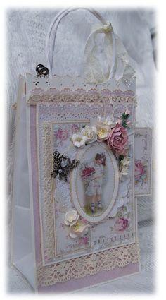 ScrappEllen: En gavepose med tilhørende konfirmasjons-kort til jente! Packing Ideas, Gift Boxes, Craft Gifts, I Card, Cardmaking, Diy And Crafts, Decorative Boxes, Shabby Chic, Scrapbook