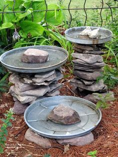 Stone Bird Baths Stone leftover from another project and three galvanized trash can lids become a bird bath grouping!Stone leftover from another project and three galvanized trash can lids become a bird bath grouping! Bird Bath Garden, Diy Bird Bath, Garden Birds, Backyard Birds, Stone Bird Baths, Yard Art, Garden Projects, Easy Projects, Project Ideas