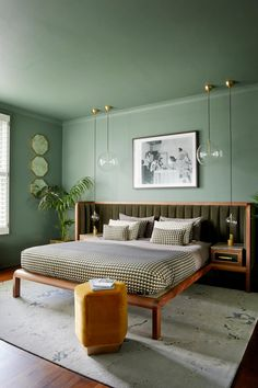 Art Deco Inspired Cupid Bed with Velvet Flutes and Textural Wood Green Rooms, Bedroom Green, Home Bedroom, Modern Bedroom, Bedrooms, Art Deco Interior Bedroom, Contemporary Bedroom, Art Deco Interiors, Emerald Bedroom