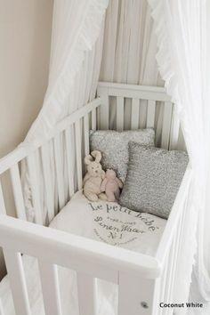 Coconut White: Tytön prinsessaunet valkoisessa sänkykatoksessa!