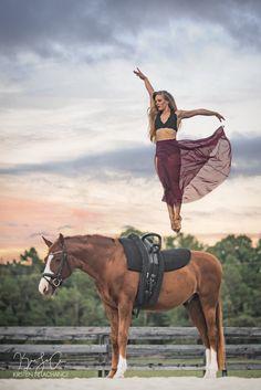 Equestrian vaulting photoshoot, equine photography, horse, dancer, sunset, dressage, warmblood, blonde, long hair, volti, voltigieren, voltige, cirque, cheval, pferde, circus arts,