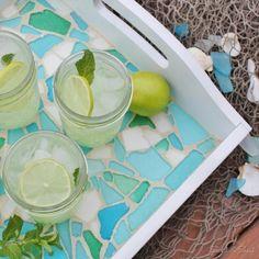 Serviertablett mit Seeglas-Mosaik selbst verzieren diy idee
