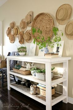 love the white & natural wood table
