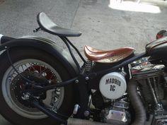 bobber moto two persons Motos Bobber, Softail Bobber, Triumph Bobber, Bobber Bikes, Harley Bobber, Bobber Motorcycle, Bobber Chopper, Harley Davidson Motorcycles, Custom Motorcycles