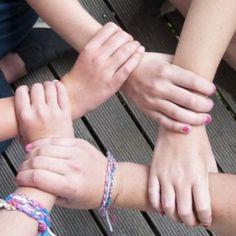 Vrienden maken op school; hoe doe je dat? Waarom lukt het mij geen vrienden te maken? Ik word gepest omdat ik anders ben.