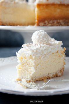 Raffaello Coconut Almond Cheesecake with Coconut Meringue by kwestiasmaku #Cheesecake #Coconut #Almond #Meringue