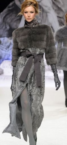 Lovely fur outfits for a lovely lady Fashion Moda, Fur Fashion, Grey Fashion, Look Fashion, Runway Fashion, High Fashion, Winter Fashion, Fashion Show, Fashion Design