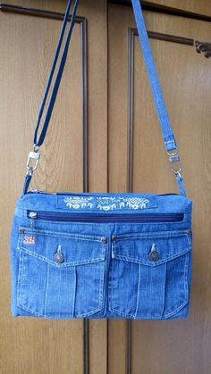 Its simple n cute i like this one to make diy but i have nt done it – Artofit Jean Purses, Purses And Bags, Jean Diy, Potli Bags, Denim Handbags, Denim Purse, Recycled Denim, How To Make Handbags, Casual Bags