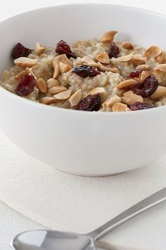 This quick and easy 15-minute overnight oats recipe incorporates almonds and dried cranberries to create the ultimate quick and easy weekday breakfast. Whether you're looking to pair this oatmeal recipe with toast, eggs, bacon, sausage or hash browns, it's a great choice for an overnight oats recipe.#fallrecipes #breakfastrecipes #overnightoats #cranberries #oatmealrecipes #weekdaybreakfasts