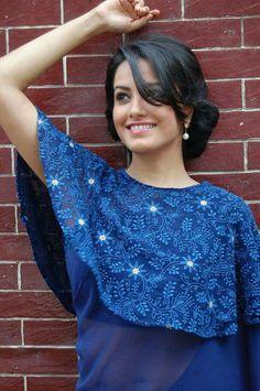 blouse design Choli Back Design, Choli Blouse Design, India Fashion, Girl Fashion, Fashion Dresses, Ethnic Fashion, Shagun Blouse Designs, Saree Jackets, Saree Draping Styles