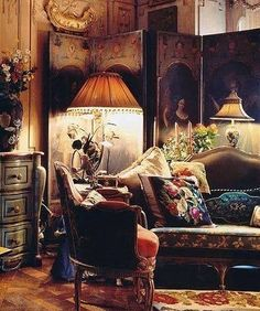 Perfect reading nook; warmth, color, textures. I could seat and read for hours.