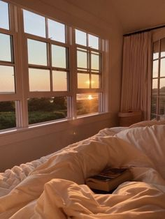 uknowthevibess Dream Rooms, Dream Bedroom, Summer Bedroom, Room Ideas Bedroom, Bedroom Decor, Bedroom Bed, Dream Apartment, Aesthetic Room Decor, My New Room
