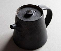 Hand-made Gaiwan/tea bowls/tea pot,jingdezhen Porcelain Porcelain tea… Pottery Teapots, Ceramic Teapots, Ceramic Cups, Porcelain Ceramics, Ceramic Pottery, Vintage Ceramic, Porcelain Tile, China Porcelain, Japanese Ceramics