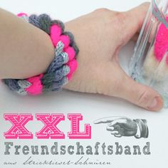 Same technique as the original friendship-bracelets but with knitting nancy cords it turns out in XXL! (in German)