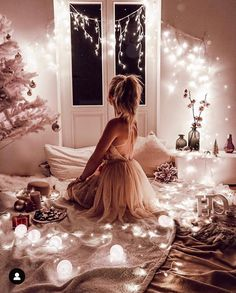 Image about girl in photos by Ditta on We Heart It Christmas Night, Pink Christmas, Beautiful Christmas, Girl Photography Poses, Light Photography, Fashion Photography, Tumblr Selfies, Mode Bollywood, Tres Belle Photo