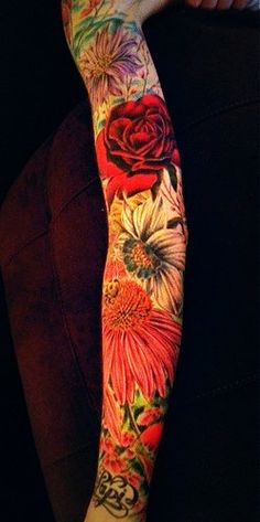 flower tattoo sleeve- if i could have visible tattoos at work, this would be awesome Tattoos Skull, Arm Tattoos, Body Art Tattoos, Sleeve Tattoos, Tatoos, Tattoo Sleeves, Tattoo Thigh, Boys With Tattoos, Great Tattoos