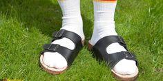 Η Γερμανική Πρεσβεία αυτοτρολάρεται και εύχεται καλό καλοκαίρι -Με κάλτσα και σαγιονάρα [εικόνα] | ΕΛΛΑΔΑ | iefimerida.gr Birkenstock Milano, Birkenstock Arizona, Sandals, Shoes, Fashion, Moda, Shoes Sandals, Zapatos, Shoes Outlet