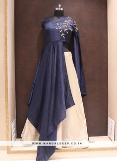 30 ideas for sewing fashion patterns tunics Choli Blouse Design, Choli Designs, Lehenga Designs, Indian Gowns Dresses, Pakistani Dresses, Indian Wedding Outfits, Indian Outfits, Lehnga Dress, Dress Indian Style