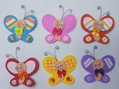 BORBOLETA EM EVA COM ANTENA DE ARAME ARTESANAL AS CORES PODEM SER MODIFICADAS Kids Crafts, Foam Crafts, Diy And Crafts, Arts And Crafts, Paper Crafts, Felt Gifts, Class Decoration, Quilling Designs, Birthday Board