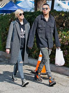 Star Tracks: Monday, February 9, 2015 | TO MARKET  | Parents-to-be Ashlee Simpson and Evan Ross bundle up in chilly L.A. for a Sunday trip to the Studio City farmers market.