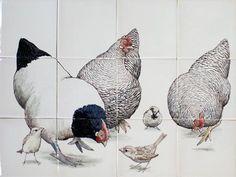 Tegeltableau kippen met huismussen. Onze traditionele handgemaakte producten worden ontworpen, beschilderd en gebakken in Friesland. -