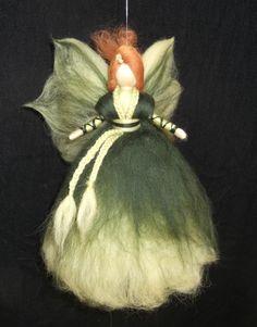 Herbst - Herbstfee aus Märchenwolle - ein Designerstück von sommerli bei DaWanda Wool Dolls, Felt Dolls, Felt Christmas, Christmas Angels, Felt Crafts Patterns, Felt Angel, Fairy Gifts, Felted Wool Crafts, Needle Felting Tutorials