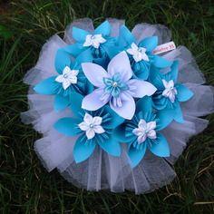 Bouquet mariage fleurs origami et fleurs satin
