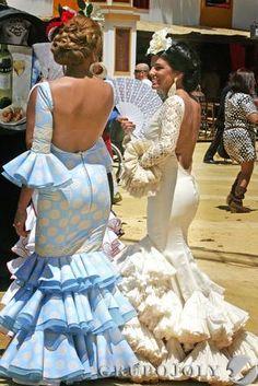 """Miércoles de Feria en Jerez, Cádiz, Spain (Fair Wednesday in Jerez, Cádiz) - Flamencas paseando por el parque González Hontoria (Women dressed as """"flamencas,"""" Andalucía's traditional dresses, strolling through González Ontoria Park) - Foto: Pascual"""