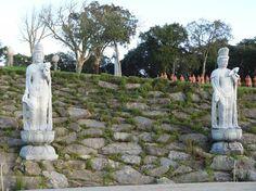 Buddha Eden - mais Budas