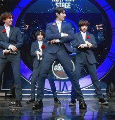 The return of the strong baby bunny❤❤❤❤ Kim Namjoon, Kim Taehyung, Seokjin, Hoseok, Bts Boys, Bts Bangtan Boy, Jung Kook, Bts Memes, K Pop