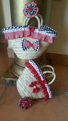 I am more than sure that all the ladies out there are always desperate to look good and stylish. And a hand bag is an essential element of an adorable lady's… Handmade Crafts, Diy And Crafts, Beach Basket, Basket Liners, Flower Bag, Straw Tote, Crochet Purses, Diy Accessories, Upcycle