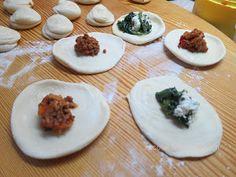 Ζουζουνομαγειρέματα: Τραγανά σπανακοτυροπιτάκια με ζύμη για Spring rolls!!!