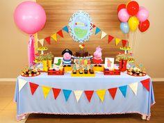 A festa de Princesa e Pirata de Peppa Pig e George é muito alegre!