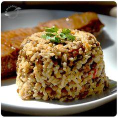 El arroz congrí es un plato tradicionalmente cubano y consiste normalmente en una mezcla de frijol negro o caraota negra y arroz blanco.