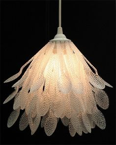 plastic spoon lamp: Wow, great use of upcycling! impression of the lamp does not at all read 'plastic spoon'. Plastic Spoon Lamp, Plastic Spoon Crafts, Reuse Plastic Bottles, Plastic Bags, Plastic Canvas, Diy Pet, Spoon Art, Pendant Lighting, Pendant Lamp