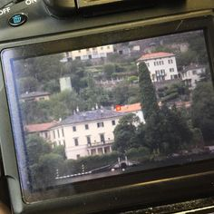 Momento paparazzo do dia: Estou hoje passeando pelo Lago di Como, indo de Como pra Bellagio e acabei de fotografar a villa do George Clooney - Instagram by claudiabia
