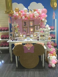 Minnie Mouse Pink and Gold Birthday Party Ideas Minnie Mouse Birthday Decorations, Minnie Mouse Balloons, Minnie Mouse First Birthday, Minnie Mouse Theme, Minnie Mouse Baby Shower, Mickey Mouse Birthday, Pink And Gold Birthday Party, Birthday Parties, Birthday Table