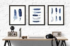 Set of 3 minimalist blue bird feather art prints. Simple watercolor wall art. Aquarel painting set of three blue feathers. Buy 2 get 1 free. Unique wall art. Blue feather home decor. Classic modern wall art, Buy 2 - get 1 free. A great offer of a beautiful set of 3 watercolour giclee art prints that look very much like originals. Modern and trendy wall art. Print no. 557t. 558 anf 557-2  -- PLEASE NOTE - - This offer only is for 3 prints of the same size ( you choose your size before…