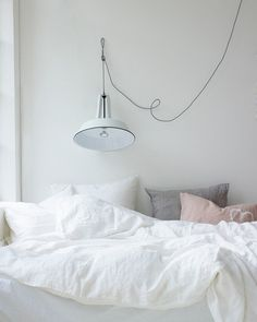 Sweet dreams, indeed. Look at that luscious pile of linens. #bed