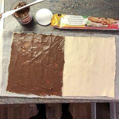 Nutella Blätterteig Schnecken – Düsentrieb's Kitchen Rezept – Famous Last Words Easy Smoothie Recipes, Snack Recipes, Snacks, Puff Pastry Recipes, Ice Cream Recipes, Cheese Cake Receita, Nutella Puff Pastry, Icing Recipe, Puff Recipe