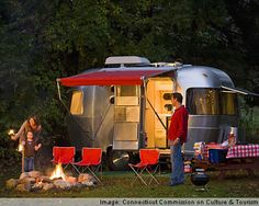 Camping with a little airstream. Perfect way to goooooo. Camping Glamping, Camping Life, Family Camping, Camping Hacks, Outdoor Camping, Camping Outdoors, Vintage Airstream, Vintage Caravans, Vintage Travel Trailers