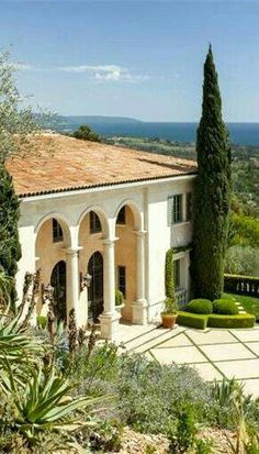Tuscan design – Mediterranean Home Decor Tuscan Design, Mediterranean Home Decor, Tuscan Style, Spanish Style Homes, Spanish House, Beautiful Villas, Beautiful Homes, Simply Beautiful, Spanish Architecture