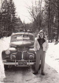 Photo-Massachusetts Young Woman in winter fashion standing in front of a classic car. Photo-Massachusetts Young Woman in winter fashion standing in front of a classic car. Vintage Ski, Vintage Winter, Mode Vintage, Vintage Ladies, 1940s Photos, Vintage Photographs, Vintage Photos, Fashion Models, 1940s Fashion