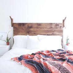 rustic wood headboard in boho bedroom Dream Bedroom, Home Bedroom, Bedroom Decor, Beach Bedrooms, Master Bedroom, Budget Bedroom, Design Bedroom, Home Living, Apartment Living