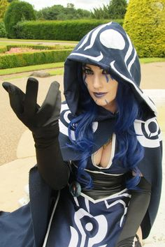 Magic The Gathering cosplay: Female Jace cosplay Stealing this for Allie's next con cosplay outfit.