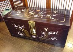 Japanese Buildings, Hope Chest, Japanese Art, Storage Chest, Arts And Crafts, Furniture, Home Decor, Japan Art, Decoration Home