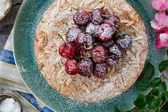 Recipe: Fresh cherry and almond cake - Viva - 8 inch Cherry And Almond Cake, Cherry Cake, Almond Cakes, New Recipes, Baking Recipes, Cake Recipes, Dessert Recipes, Favorite Recipes, Summer Recipes