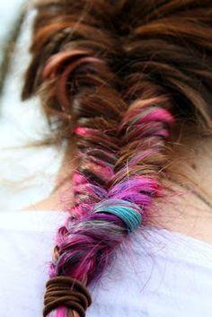 mèches colorées et fishtail braids