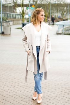 The most comfortable pair of distressed boyfriend jeans for under $50! Zara distressed boyfriend jeans http://finastyleblog.com/2017/03/best-distressed-boyfriend-jeans/