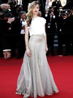 Amber Heard bewies 2014, dass man auch im weißen Shirt auf dem Roten Teppich eine gute Figur machen kann.